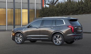 2020-Cadillac-XT6-Luxury_Rear_Left