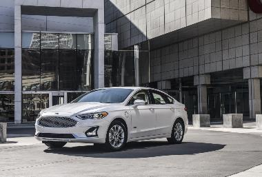2019 Ford Fusion_front_left